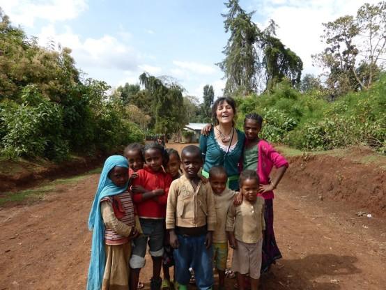 Äthiopien Christine mit Kindern