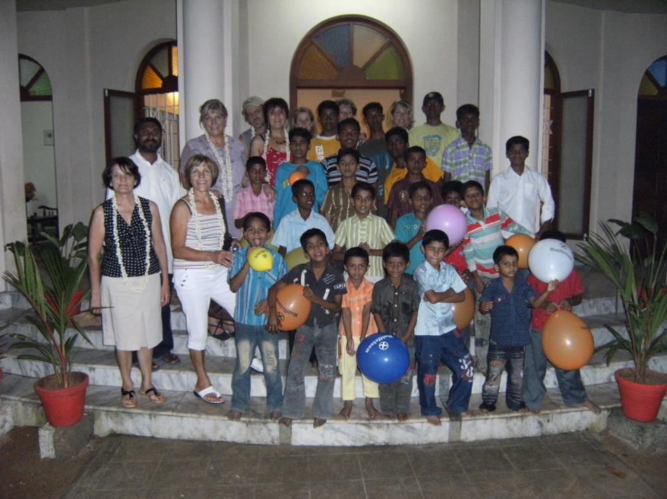 Indisches Waisenkinderheim und das HOPE Team
