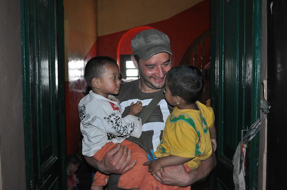 Nepal Waisenheim Harald mit Kinder