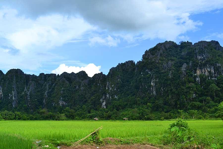 laos-landschaft-vang-vieng-boot-mekong