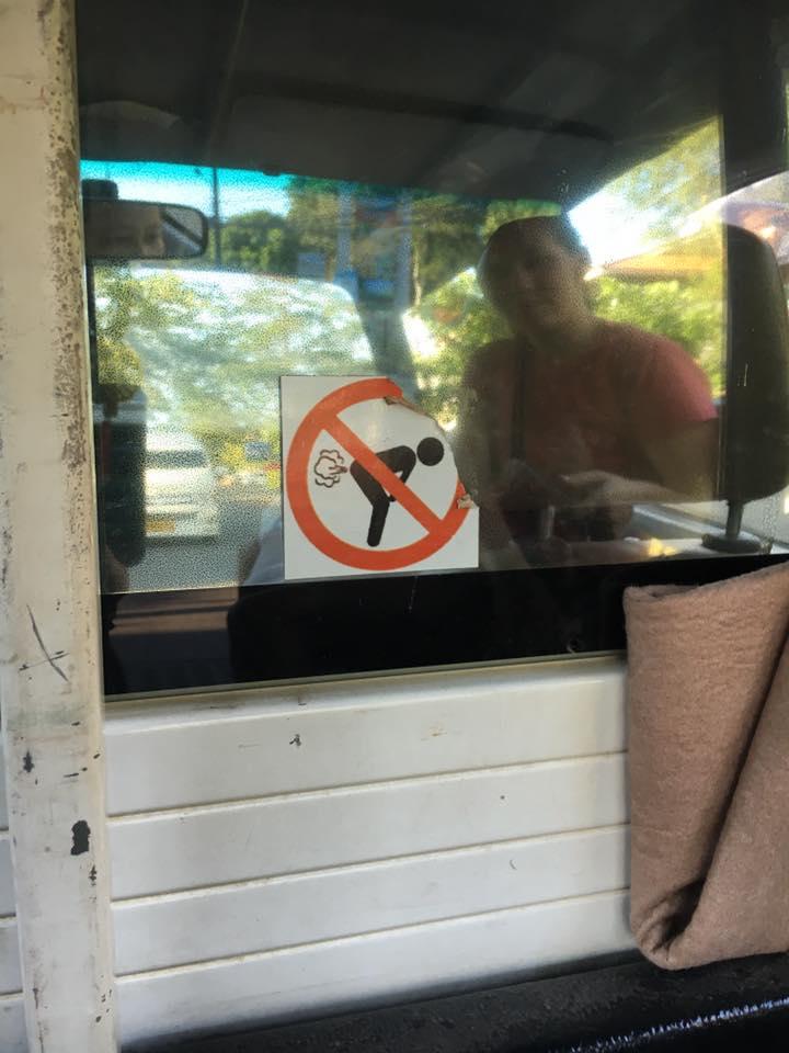 Im Taxi auf Koh Chang darf man nicht pupsen