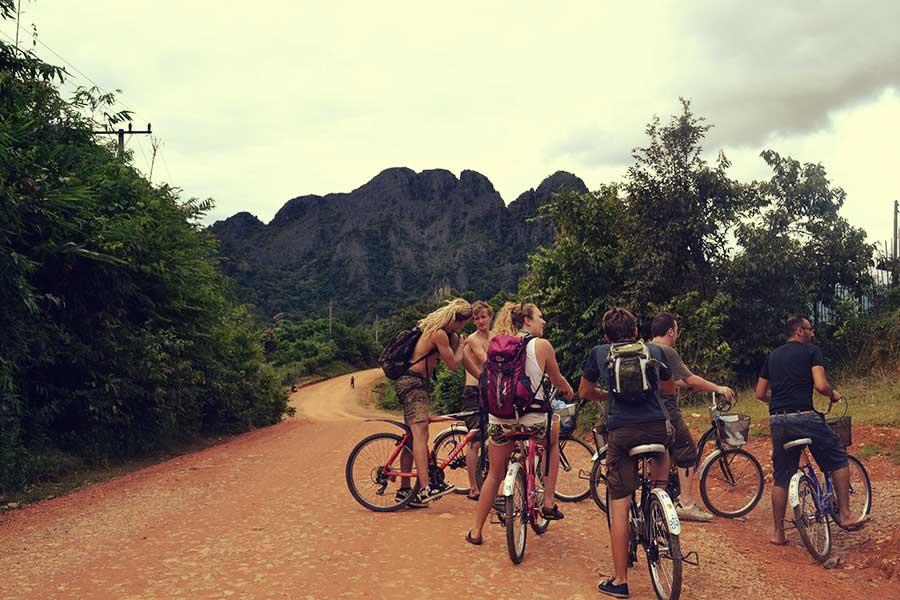reise-asien-südostasien-backpacker-gruppe-planung
