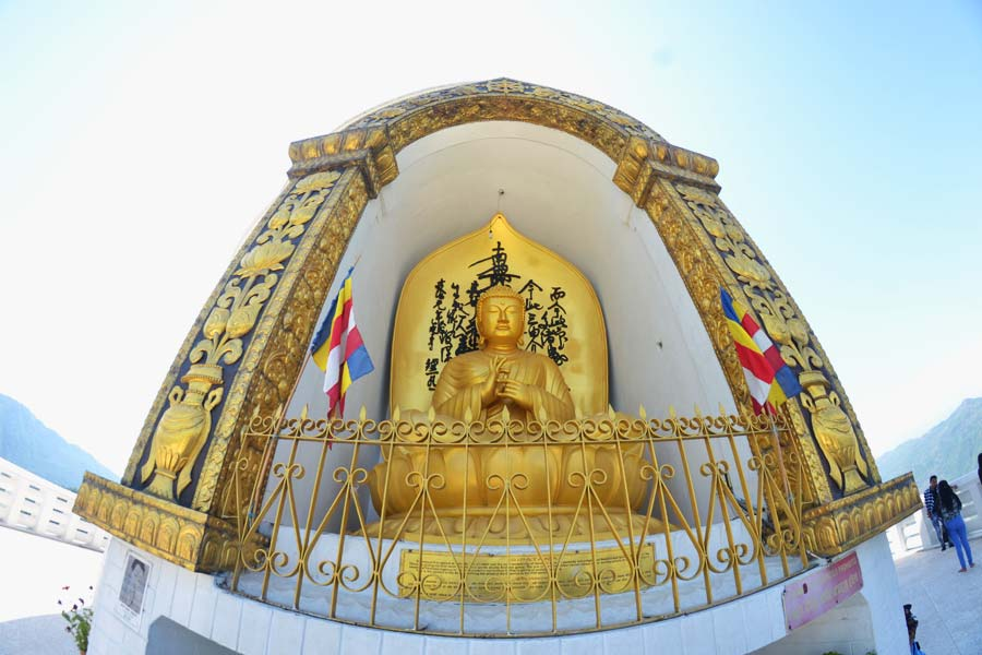 Die-Friedenspagode-pokhara-bhudda