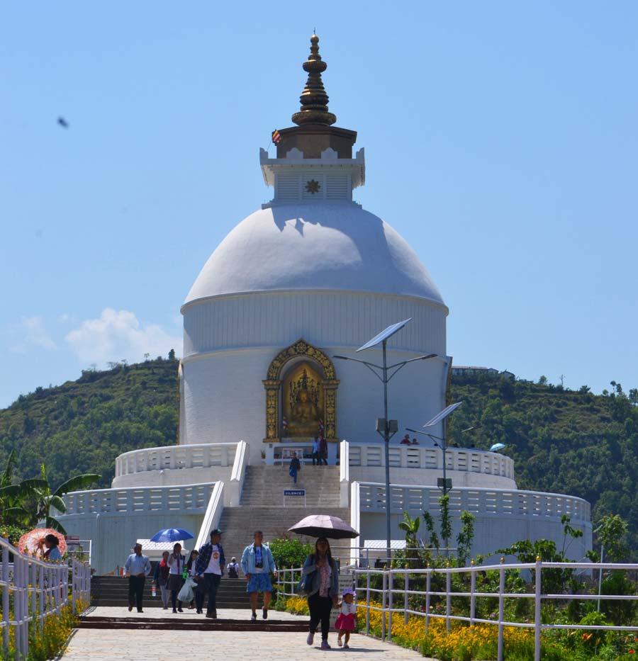 Die-Friedenspagode-pokhara stupa nepal reisebericht