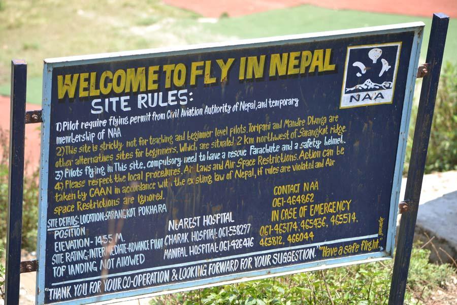 Paragliden-von-Sarangkot-start-pokhara-schild
