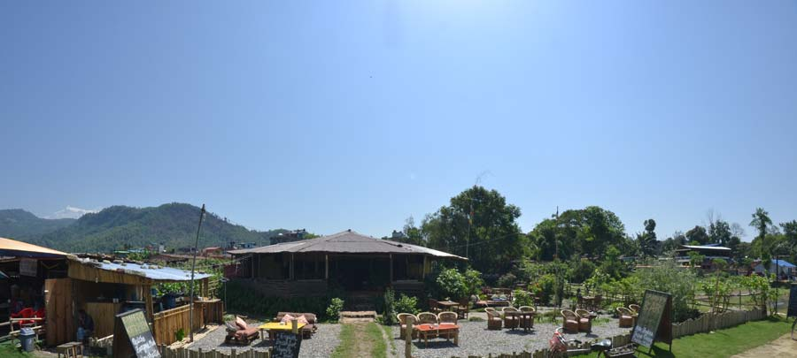 Pokhara-Der-See-Phewa-bar nepal
