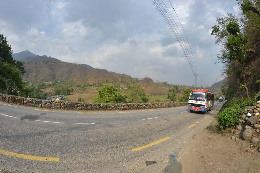anfahrt-pokhara-straße reisebericht blog nepal