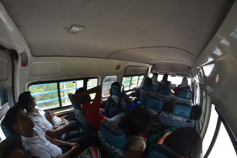 busfahrt-nach-pokhara anfahrt nepal bus