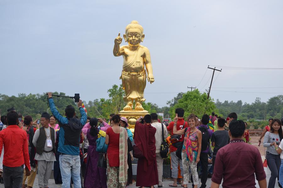 lumbini nepal bericht statue Buddha