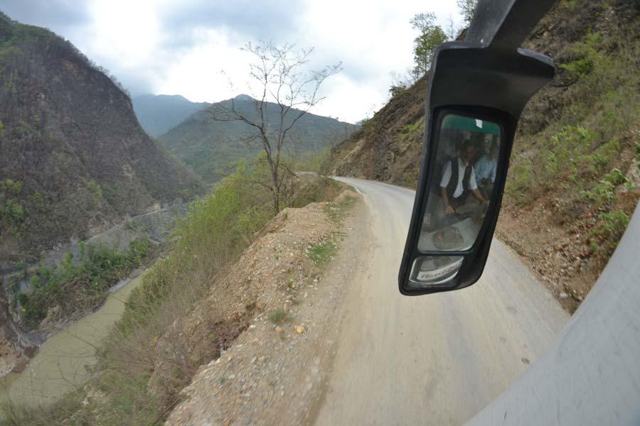 straße-nepal-pokhrara-lumbini bus Buddha