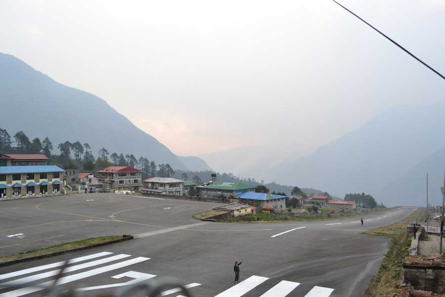 flughafen-lukla-nepal-landebahn