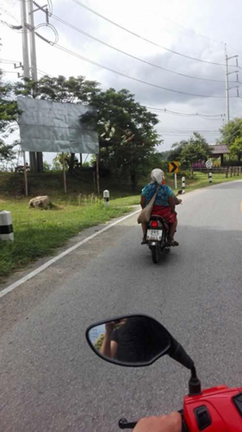 motorrad-von-chang-mai-nach-pai-rollermotorrad-von-chang-mai-nach-pai-roller
