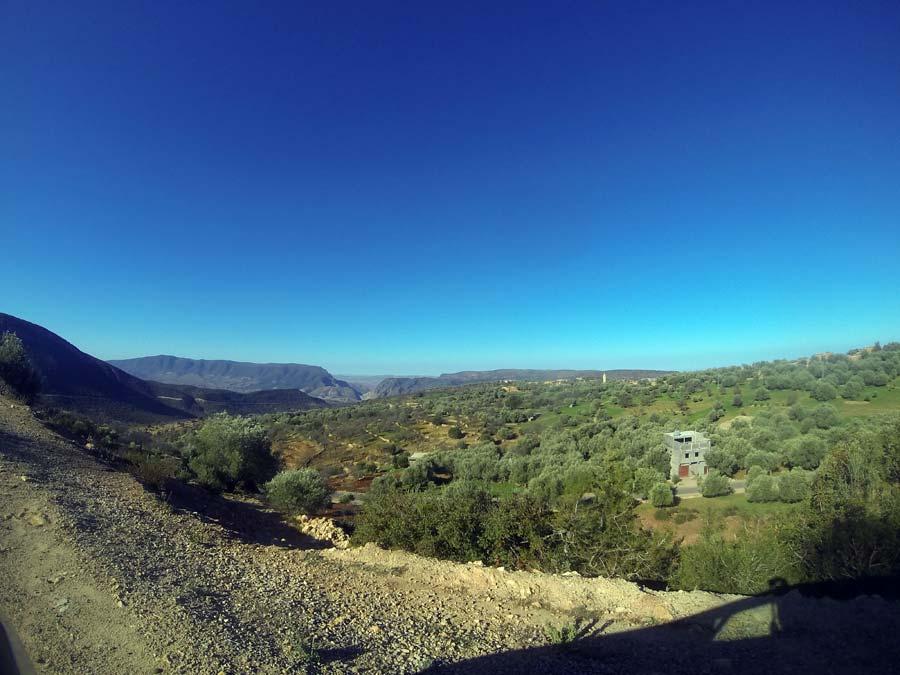 tal-landschaft-Ouzoud-marokko-wasserfall-straße-roadtrip