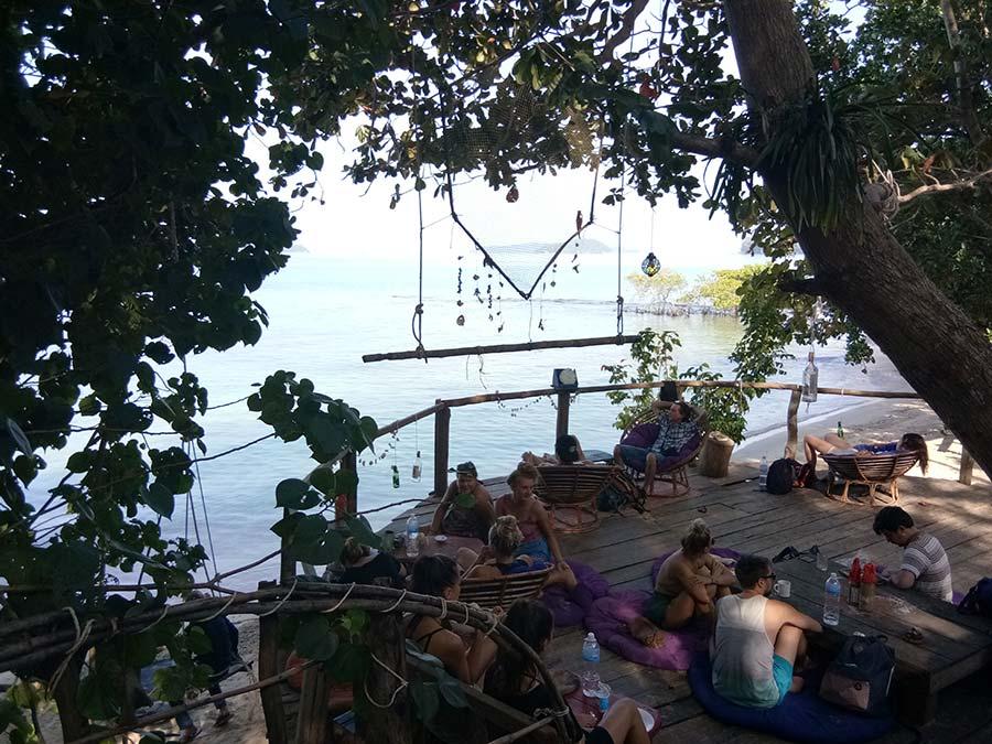 koh-ta-kiev-insel-bungalow-bar-103-treehousebay-kambodscha