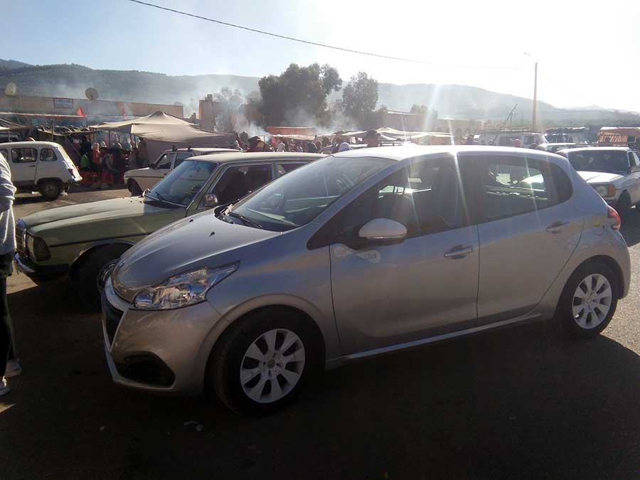 mietauto-road-trip-marokko-afrika-auto-parken