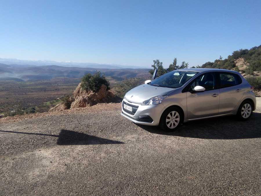 mietauto-roadtrip-auto-marokko-landschaft