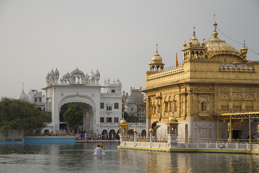 Goldener-Tempel-Sikh-auf-Boot