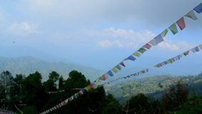 nagarkot-dorf-berg-fahnen-nepal-kathmandu