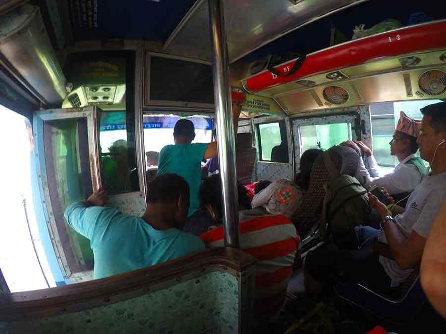 bus-nepal-grenze-indien