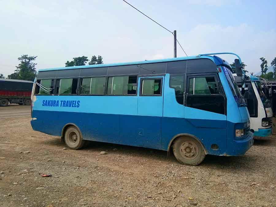 bus-nepal-indien-pokhara-sounali-landweg