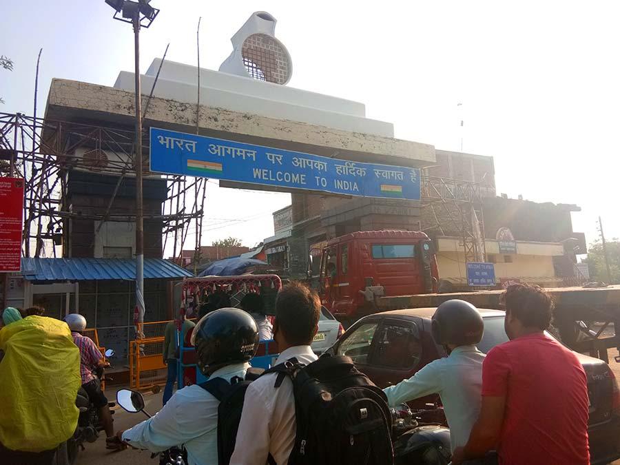 grenze-indien-nepal-bus-sonauli-landweg