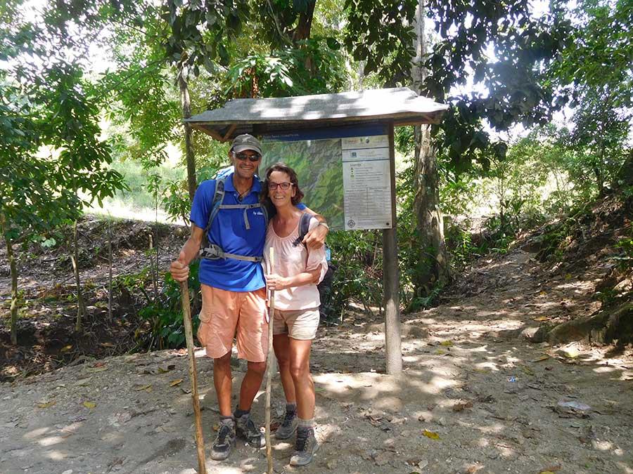 jungle-trekking-weltreise-boot