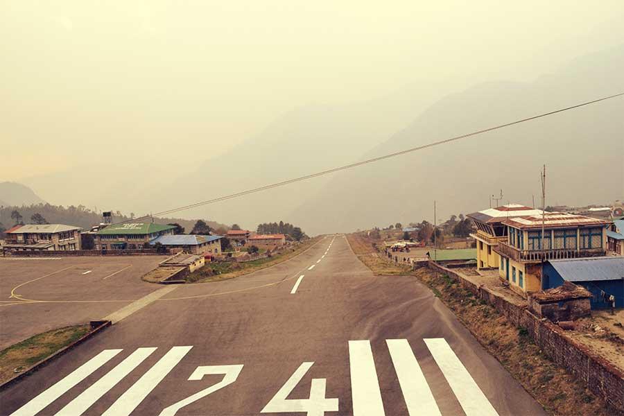 lukla-reise-backpacker-nepal-flughafen-fliegen
