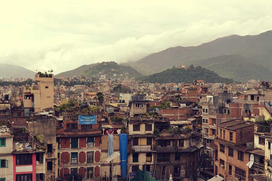 nepal-backpacker-kathmandu-stadt-infrastruktur-reise