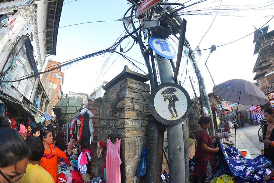 nepal-infrastruktur-backpacker-reise-kathmandu-träger