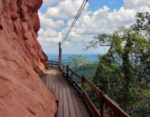 tempel-berg-isaan-nord-thailand-phu-tok-felsen-bericht