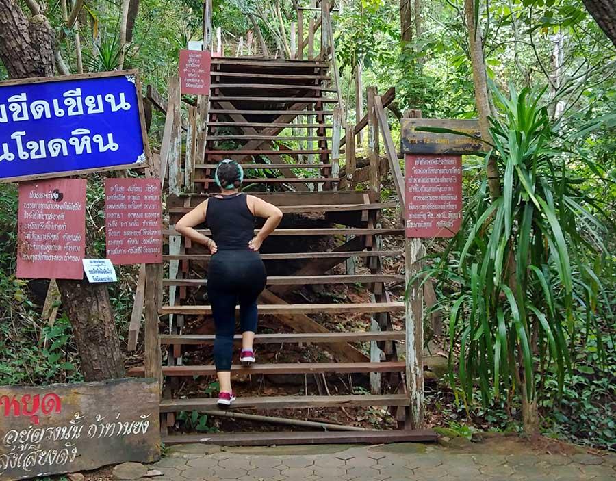tempel-isaan-phu-tok-stiegen-bericht-thailand