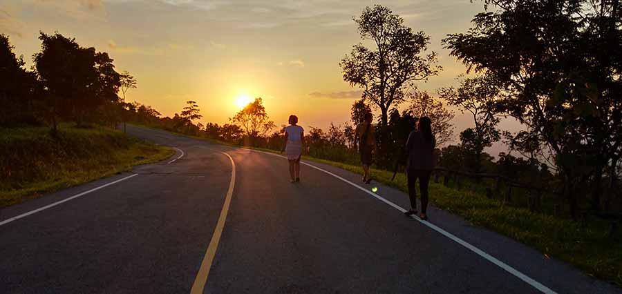 sonnenuntergang-isaan-nationalpark-roadtrip-thailand-nordosten