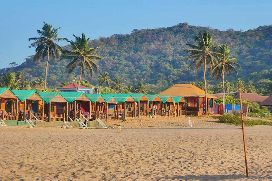 agonda-beach-strand-indien-goa-südindien-hütten-bungalow-beachfront