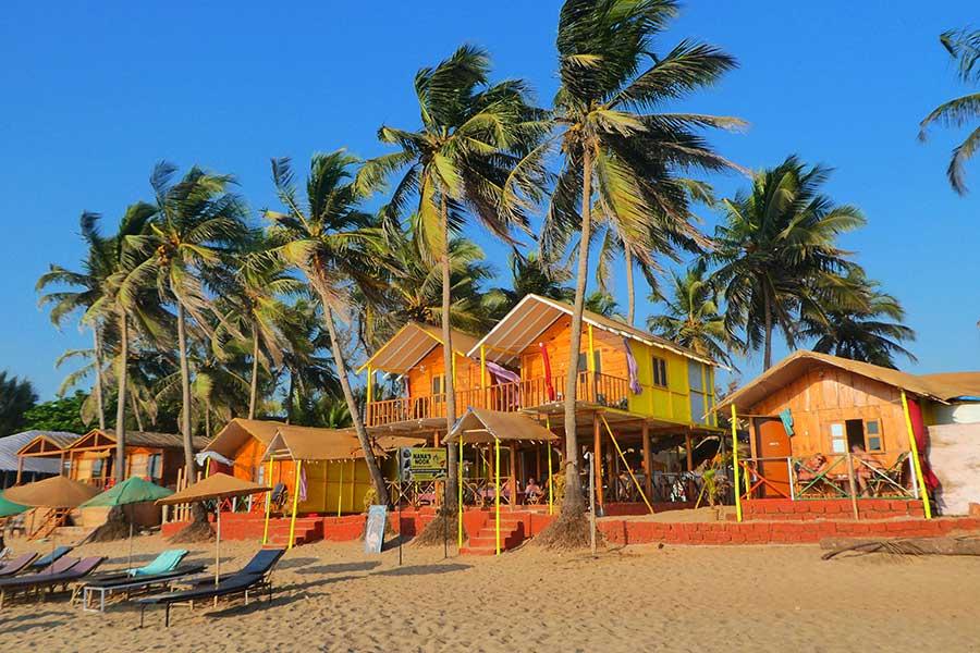 agonda-strand-bungalow-süd-indien-goa-hütten