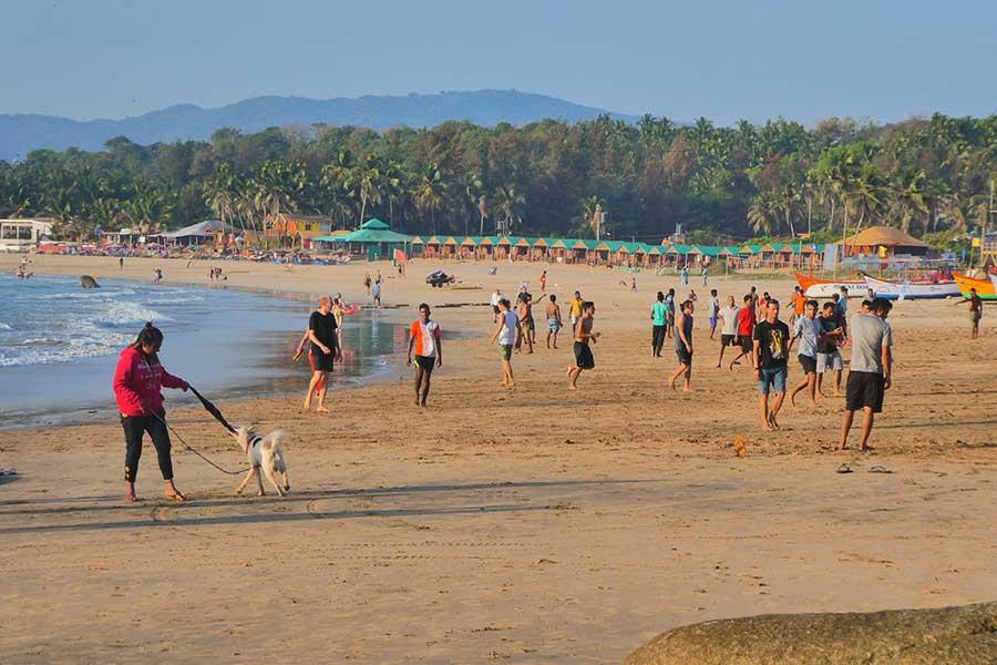 agonda-strand-menschen-beach-indien-süden-goa