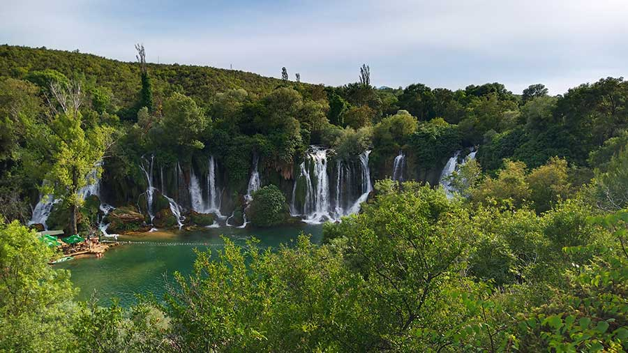Kravica-Wasserfälle-bosnien-balkan-roadtrip