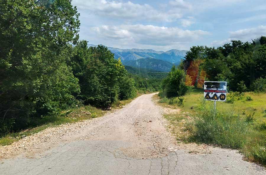 bosnien-straße-roadtrip-balkan