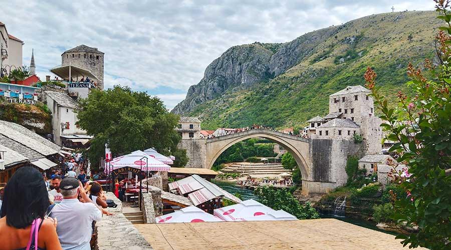 mostar-brücke-bosnien-balkan-roadtrip-campervan