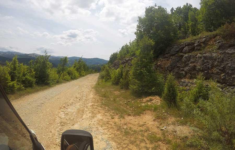 schlechte-straße-bosnien-Boracko-nach-Trebinje-straße-bosnien-roadtrip-camper
