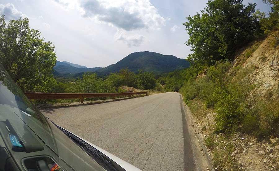 straße-bosnien-schlecht-roadtrip-camper-Boracko-nach-Trebinje-straße-bosnien-roadtrip-camper